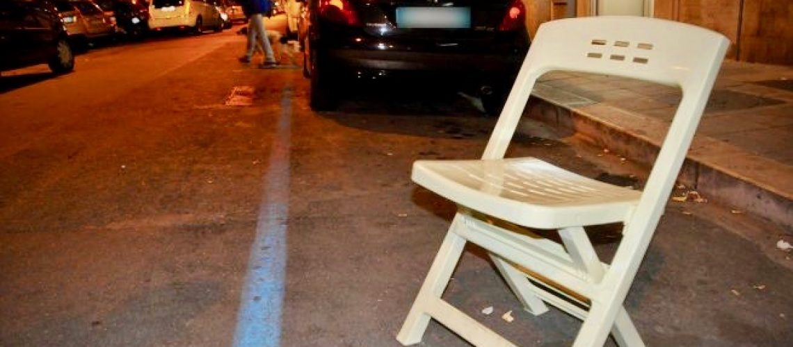 Occupare il Parcheggio sotto Casa con la Sedia